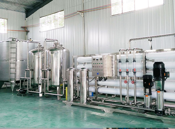 Bottled drinking water treatment equipment, providing pure water to subsequent ozone sterilization; all stainless steel 304 pipelines.