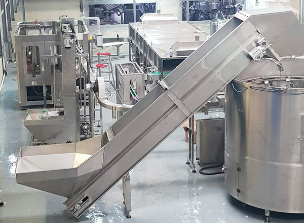 Juice hot filling production line, from bottle unscrambler to product packer